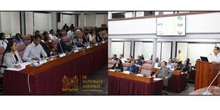 Parlementariërs en deskundigen brainstormen over klimaatverandering